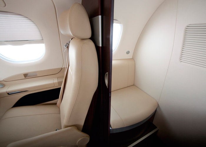 embraer-100-cabin-space