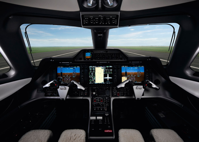 embraer-phenom-100-cockpit